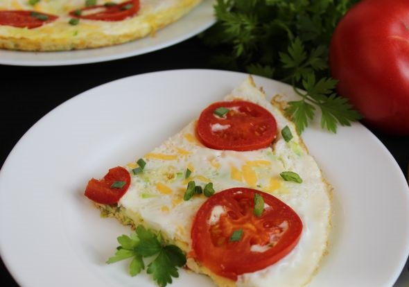 Double-layer omelet with zucchini, tomatoes and cheese
