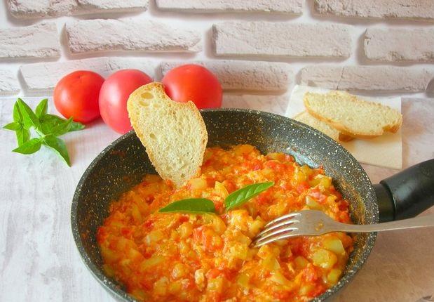 Menemen (Turkish omelet with vegetables)