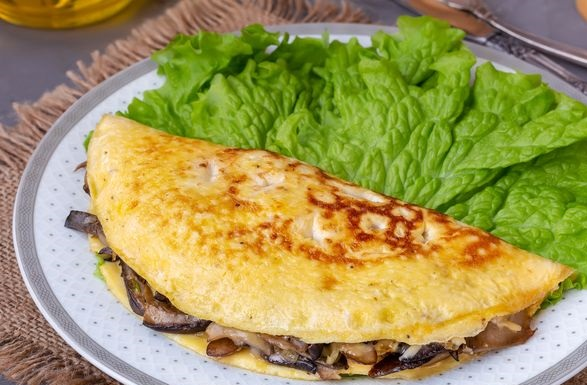 Omelette stuffed with oyster mushrooms and cheese