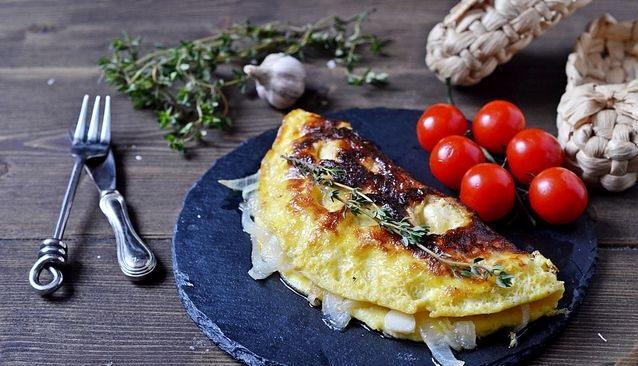 Pickled onion omelet