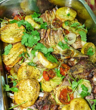 Ribs with potatoes and tomatoes