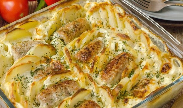 Meat rolls with omelet, baked with potatoes and cream