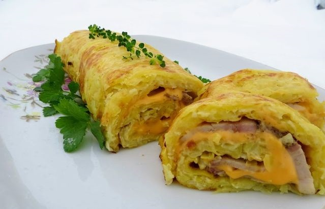 Potato roll with meat and cheese