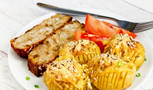Potatoes baked with cheese and butter (in the oven)