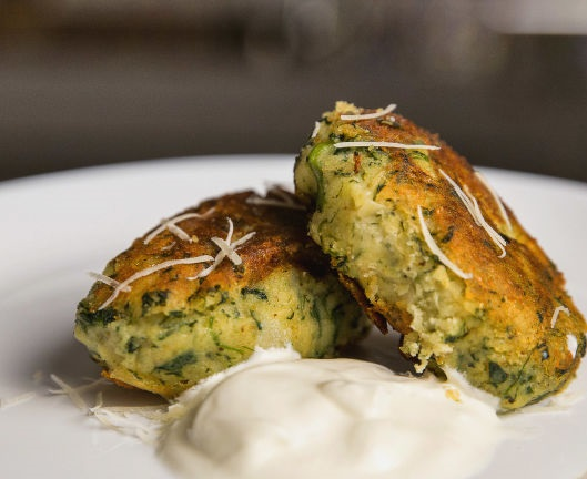 Potato cutlets with cheese, spinach and garlic