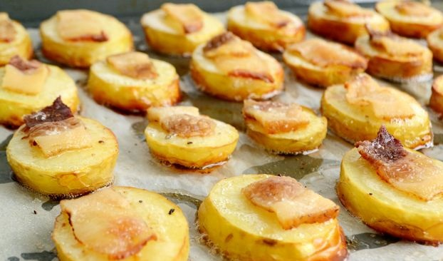 Young potatoes baked with bacon