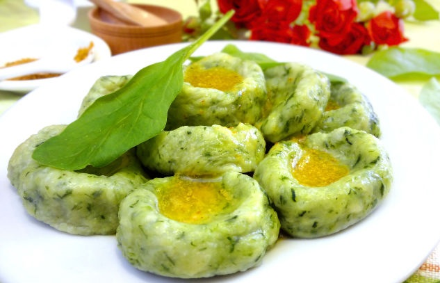 Potato gnocchi with spinach and dill