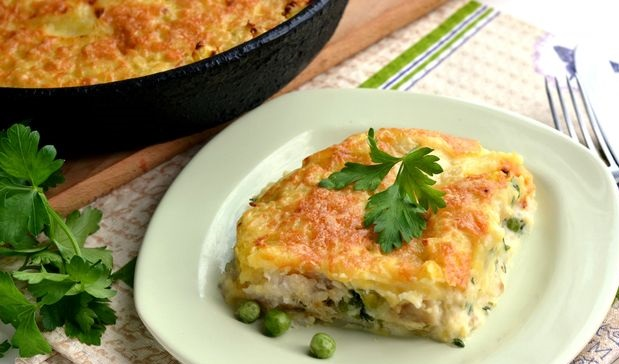 Potato casserole with fish and green peas
