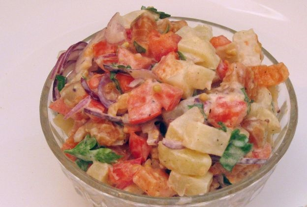 Salmon salad with potatoes and tomatoes