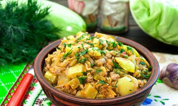 Stew with zucchini, potatoes, young cabbage and minced meat