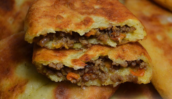 Minced potato pies
