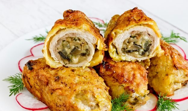 Meat rolls with mushrooms, in a