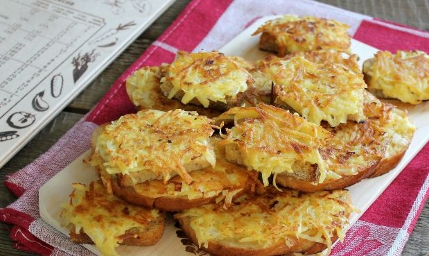 Sandwiches with potatoes