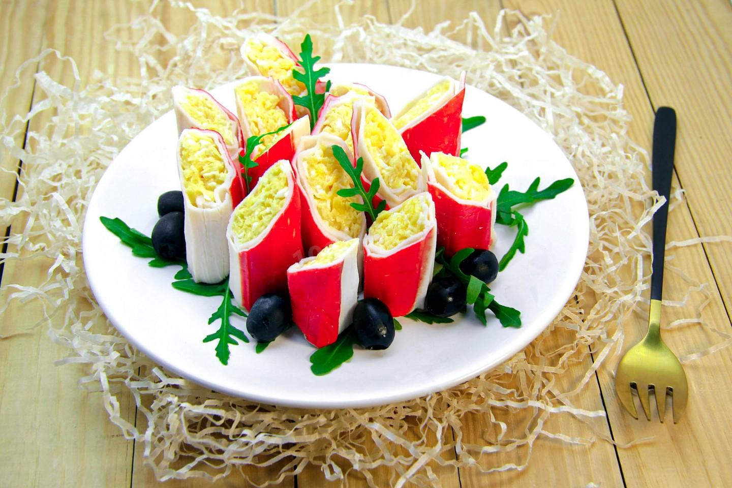 CRAB STICKS WITH CHEESE AND EGG SNAP