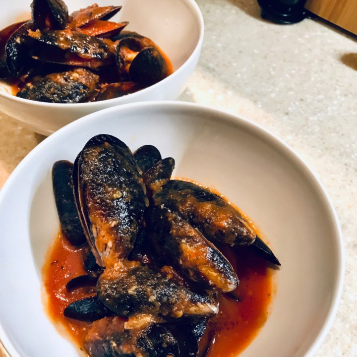 Dinner in 10 minutes. Mussels in tomato sauce.