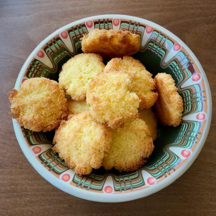Keto dessert. Coconut cookies