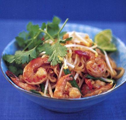 Rice noodles with shrimp in Thai (pad thai)