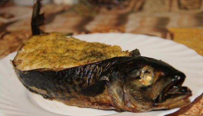 Mackerel stuffed with mashed potatoes