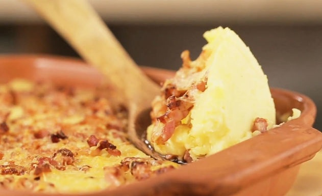 Mashed potatoes with bacon and cheddar cheese
