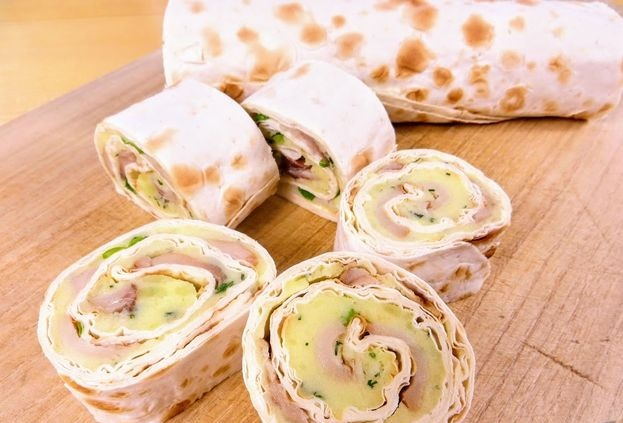 Lavash roll with mashed potatoes and smoked mackerel