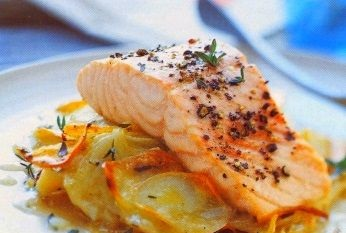 Baked potatoes with onions and salmon