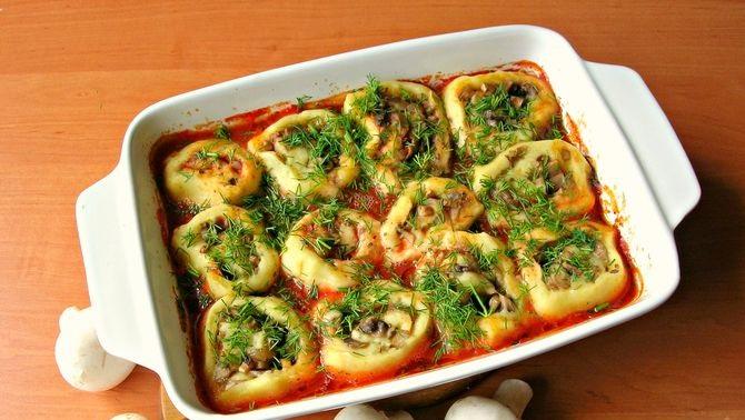 Potato rolls with mushrooms
