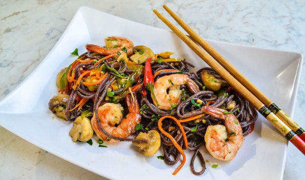 Black rice noodles with shrimps and vegetables