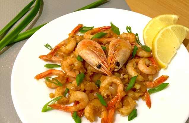 Fried shrimps with onions and garlic