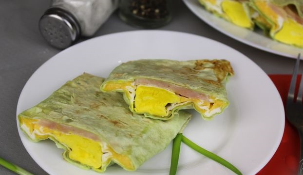 Scrambled eggs in pita bread with ham and cheese (in the oven)