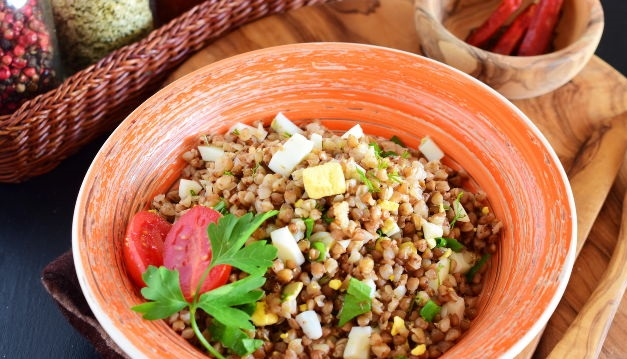 Buckwheat with herbs and egg