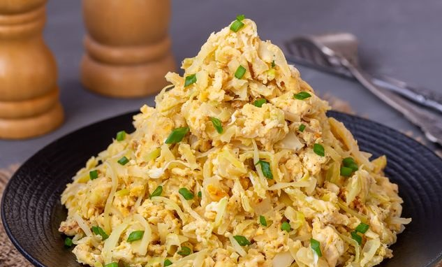 Stewed cabbage with eggs