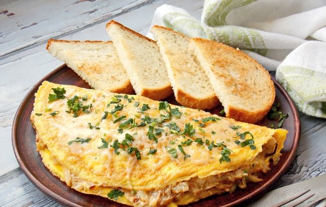 Omelet stuffed with stewed cabbage, sour cream and cheese