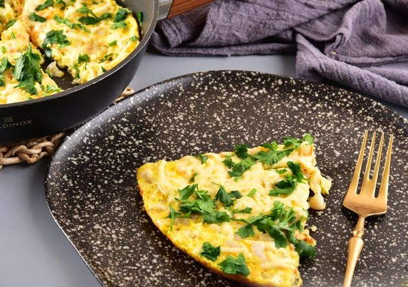 Omelet with beans, vegetables and cheese