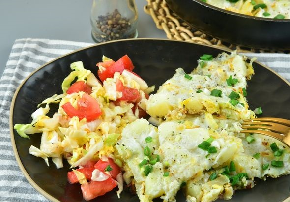 Protein omelet with potatoes and cabbage