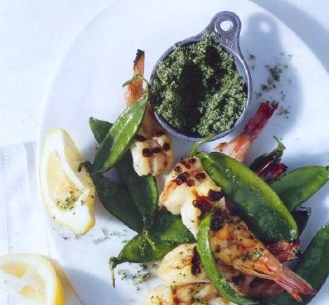 Fried shrimps with peas and mint