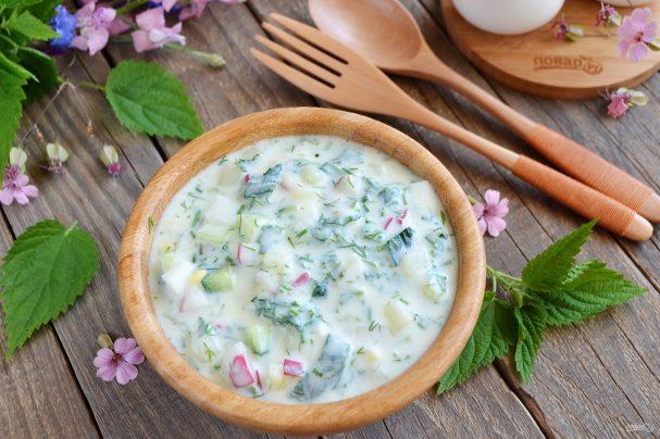 Okroshka on kefir with nettle and mint