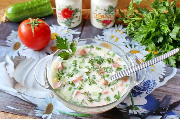 Okroshka with tomatoes