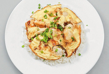 Oyakodon (Japanese omelet with rice and chicken)