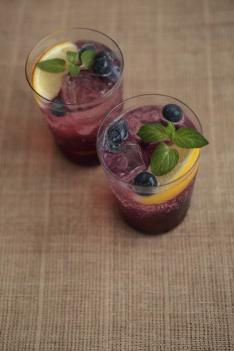 Blueberry and parsley drink