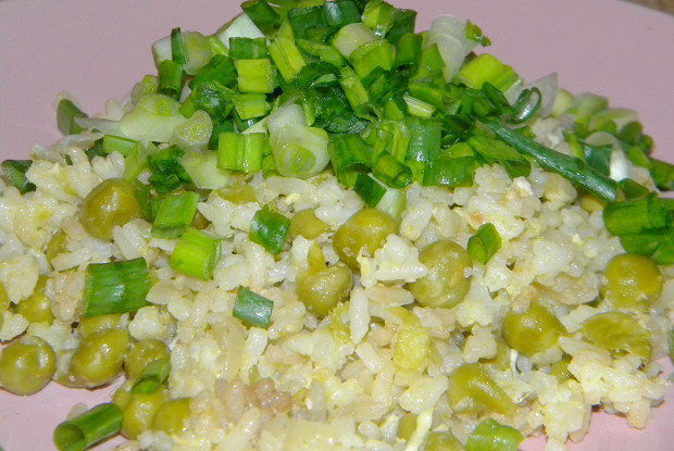 Rice with egg, peas and soy sauce