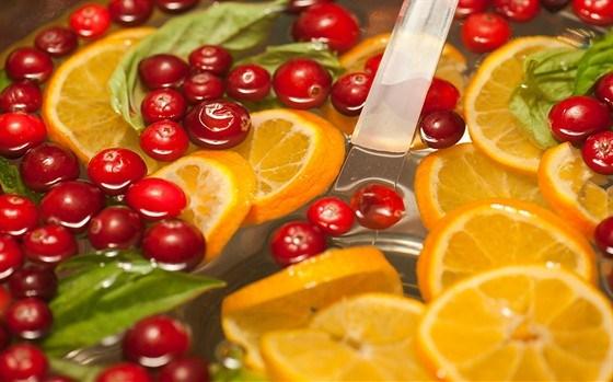 Non-alcoholic orange-cranberry punch
