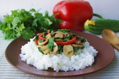Rice with mushrooms, spinach and bell peppers