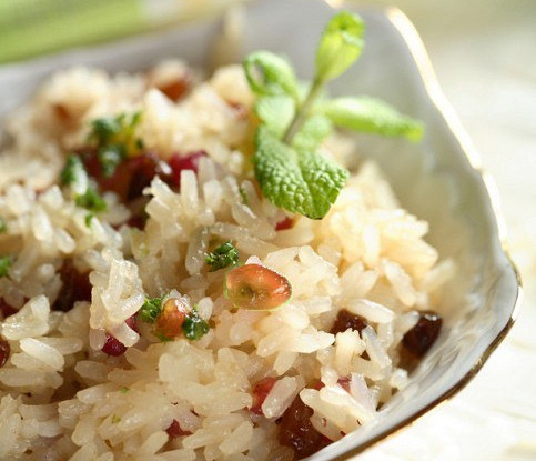 Indian rice with pine nuts and raisins