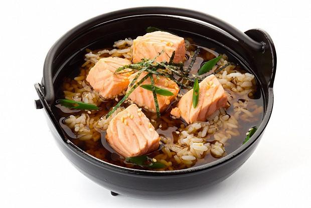 Shake chazuke soup with salmon and rice