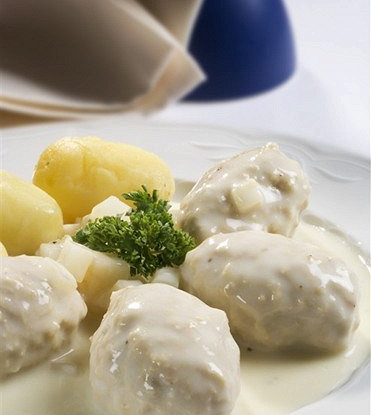 Meatballs with rice and white sauce