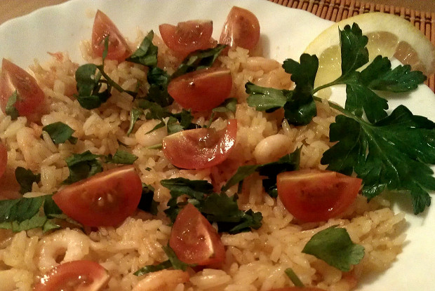 Fried rice with shrimps and parsley