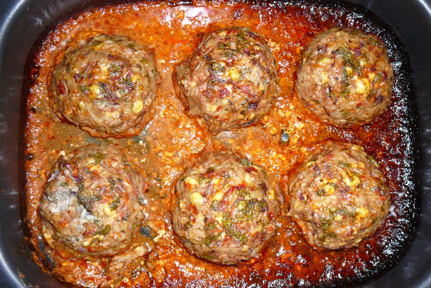 Minced meat and rice hedgehogs with egg filling