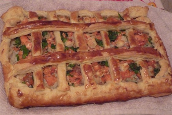 Puff pastry pie with fish and rice