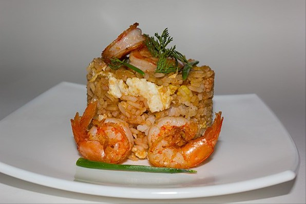 Thai fried rice with chicken and shrimps