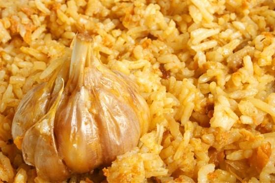 White rice with garlic